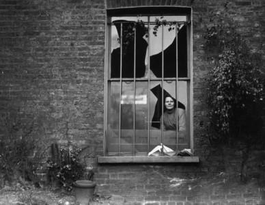 holloway-prison-broken-window-1913